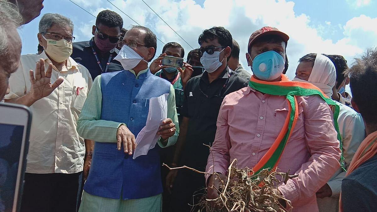 सीएम ने रायसेन में बाढ़ग्रस्त इलाकों का लिया जायजा, किसानों से की चर्चा