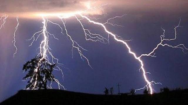 आकाशीय बिजली गिरने से 7 की मौत