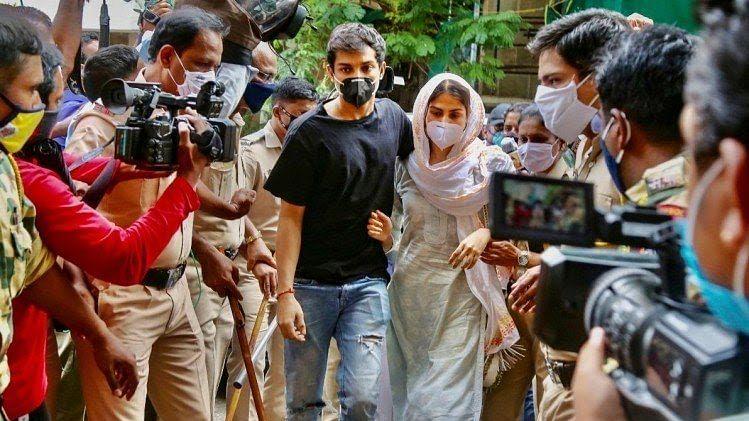 रिया के वकील ने जारी किया बयान कहा- गिरफ्तारी के लिए तैयार है रिया