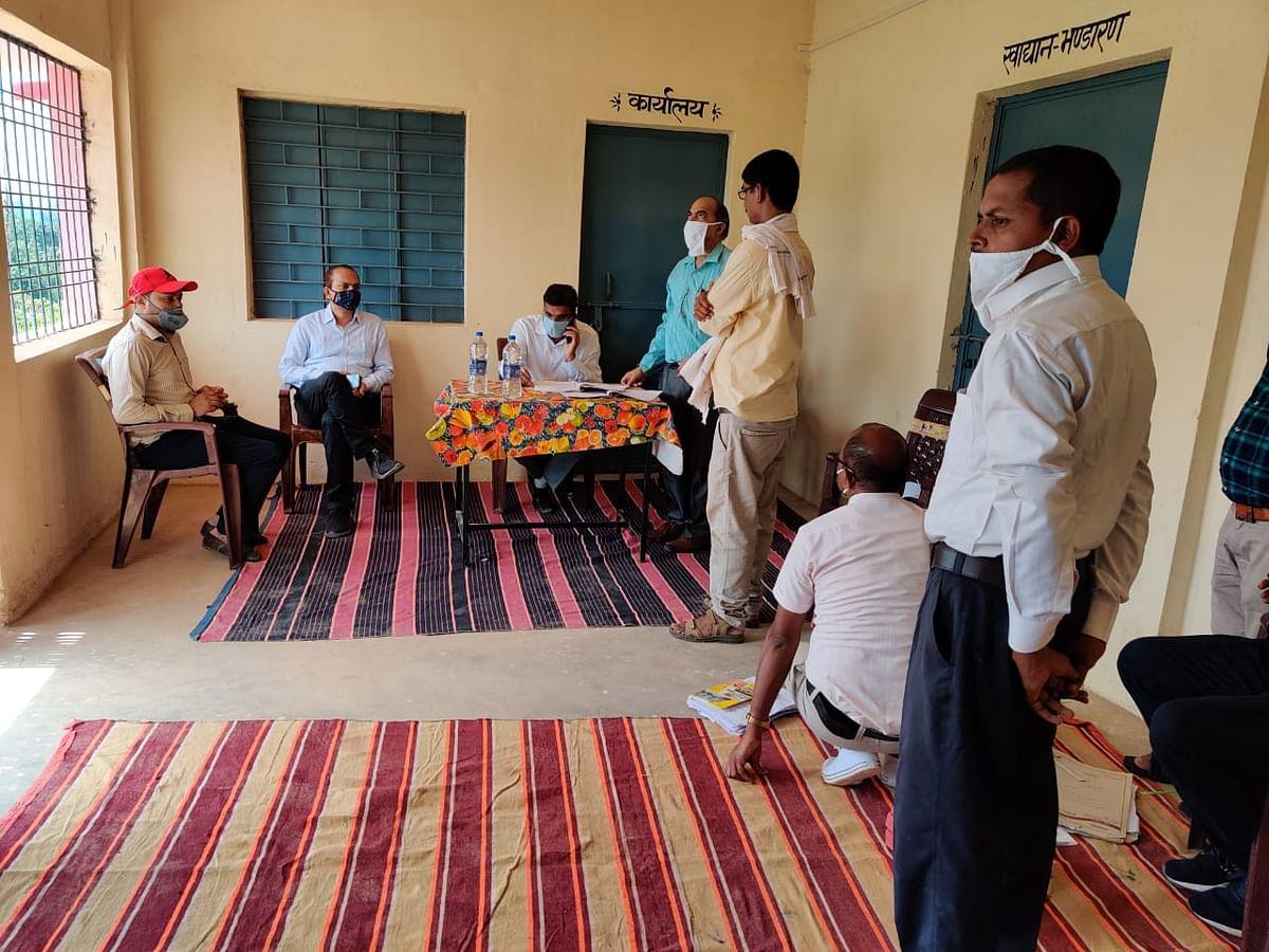 सामुदायिक स्वच्छता परिसर भवन और तहसील कार्यालय का कलेक्टर ने किया निरीक्षण