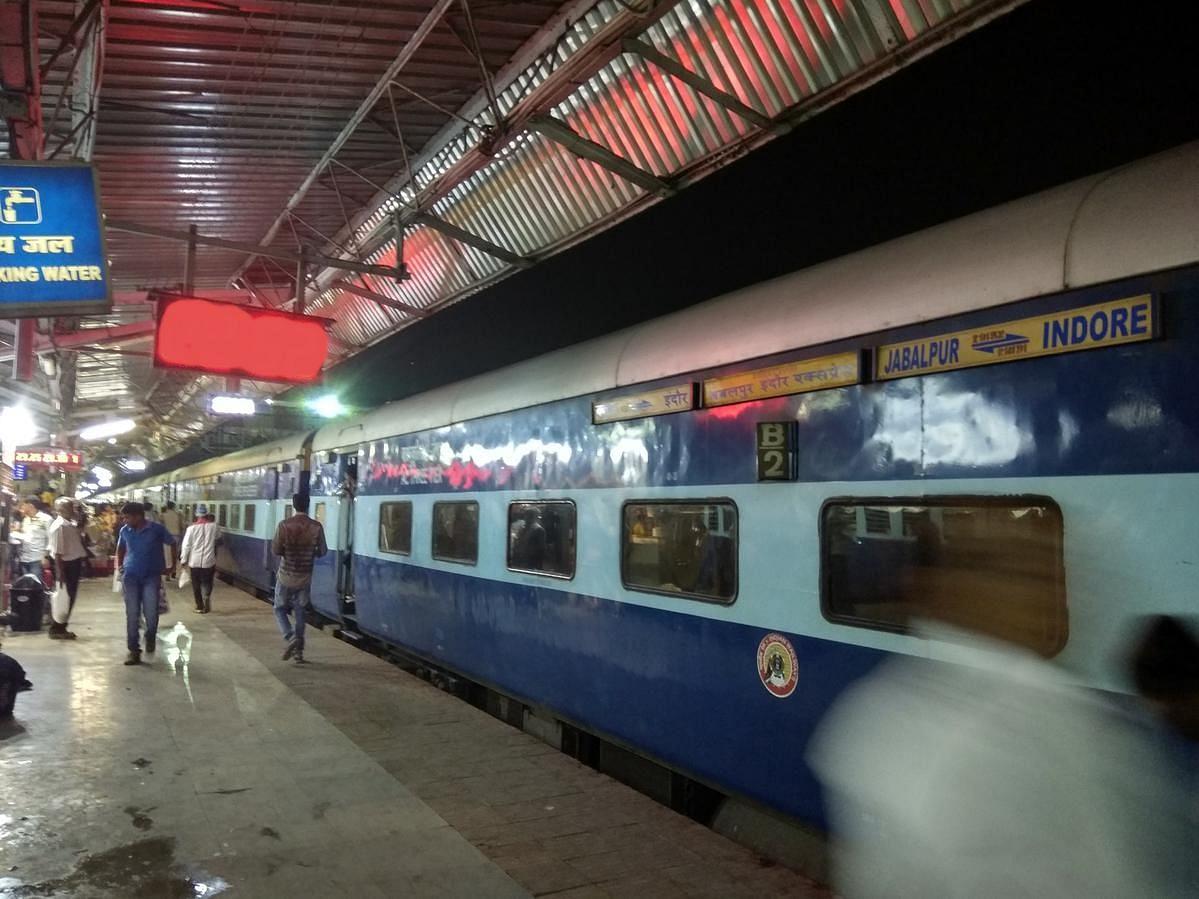 इंदौर-जबलपुर एक्सप्रेस : लॉकडाउन के बाद पहली बार चली ट्रेन