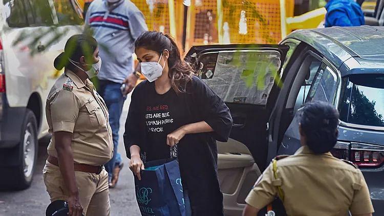 भाई शौविक के बाद NCB ने किया अभिनेत्री रिया चक्रवर्ती को गिरफ्तार