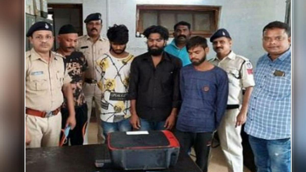 नकली नोट छापने वाले 4 तस्कर गिरफ्तार