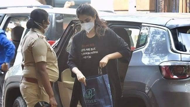 रिया की टी-शर्ट पर लिखे मैसेज पर सुशांत की बहन ने किया पलटवार