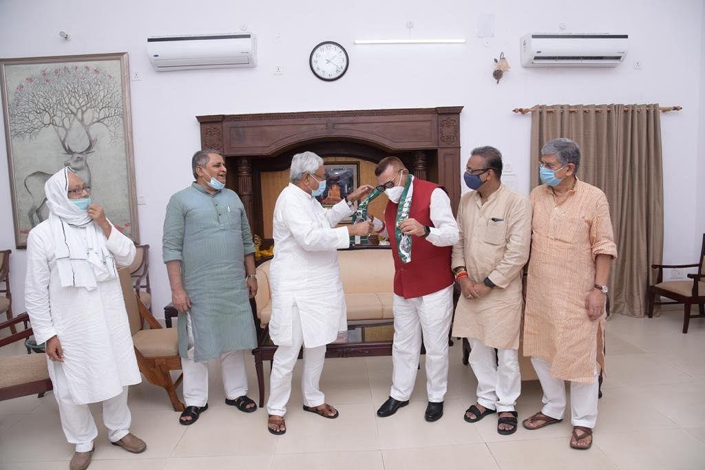 बिहार विधानसभा चुनाव के पहले पूर्व DGP गुप्तेश्वर पांडेय JDU में शामिल
