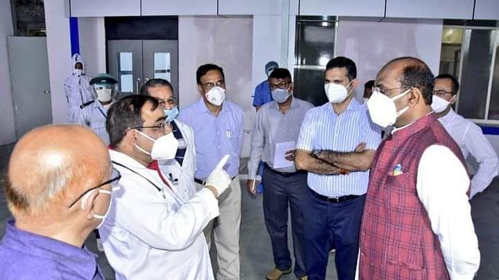 भोपाल : जेपी अस्पताल में व्यवस्थाओं का जायजा लेने पहुंचे विश्वास सारंग