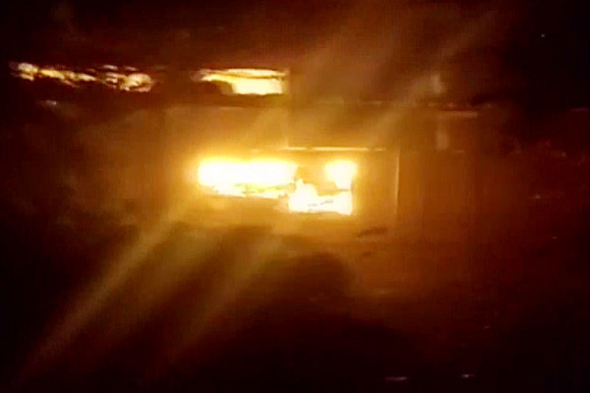 महाराष्ट्र के रेमंड कंपनी के ठाणे स्थित कार्यालय में आग की लपटे