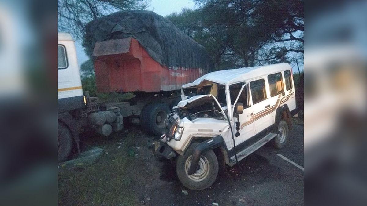 उज्जैन के पास ट्रक से टकराया वाहन, भीषण हादसे में 5 मजदूरों की मौत