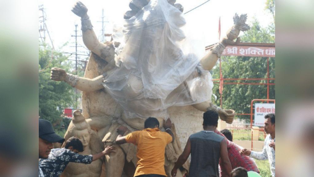 नवरात्रि को लेकर कलेक्टर ने मूर्तिकारों से की अपील