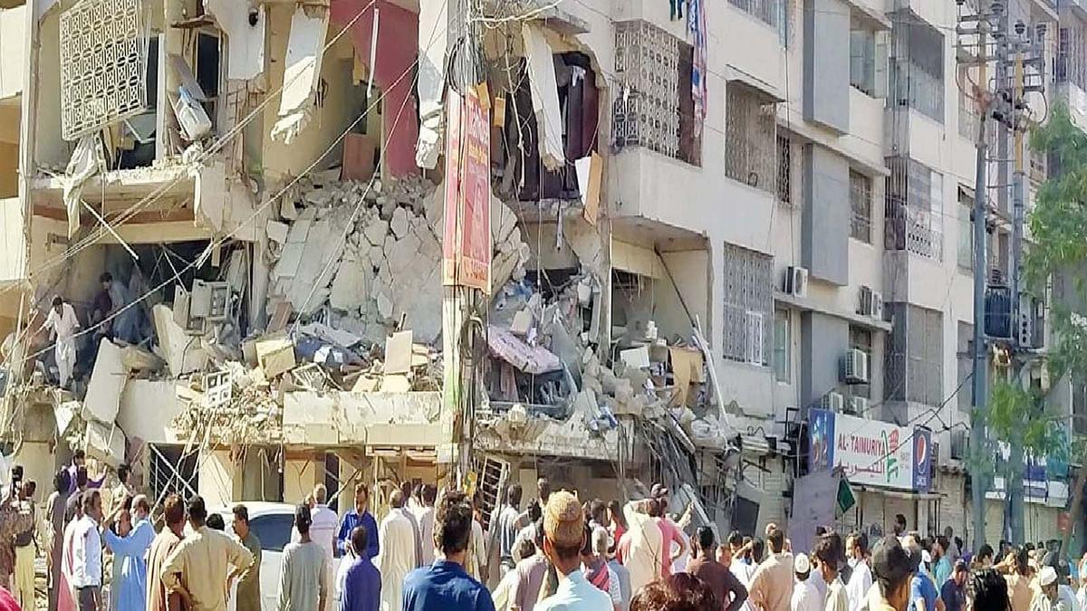 पाकिस्तान के कराची शहर में बहुमंजिला इमारत में जोरदार धमाका