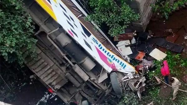 महाराष्ट्र : नंदुरबार जिले में अचानक बस के खाई में गिरने से 5 की मौत