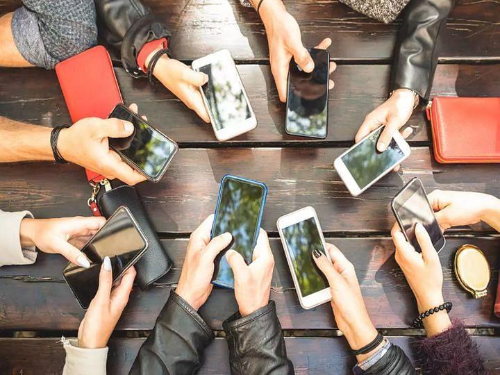 डिस्प्ले के आयात पर लगने वाले शुल्क में बढ़ोतरी महंगे हो जाएंगे स्मार्टफोन