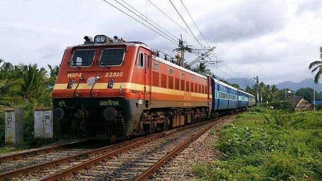 रेलवे ने कई पैसेंजर, शताब्दी, लोकल और स्पेशल ट्रेनें की कैंसिल