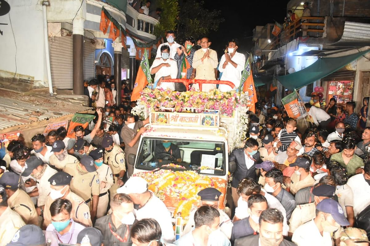 इंदौर : सांवेर विधानसभा में मुख्यमंत्री के रोड शो में उमड़ी भीड़