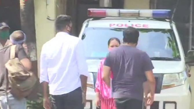 पायल घोष मामले में वर्सोवा पुलिस स्टेशन पहुंचे अनुराग कश्यप, पूछताछ जारी