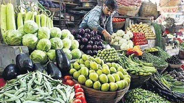 भोपाल सहित प्रदेश के कई शहरों में फलों और सब्जियों की कीमतें छू रहीं आसमान