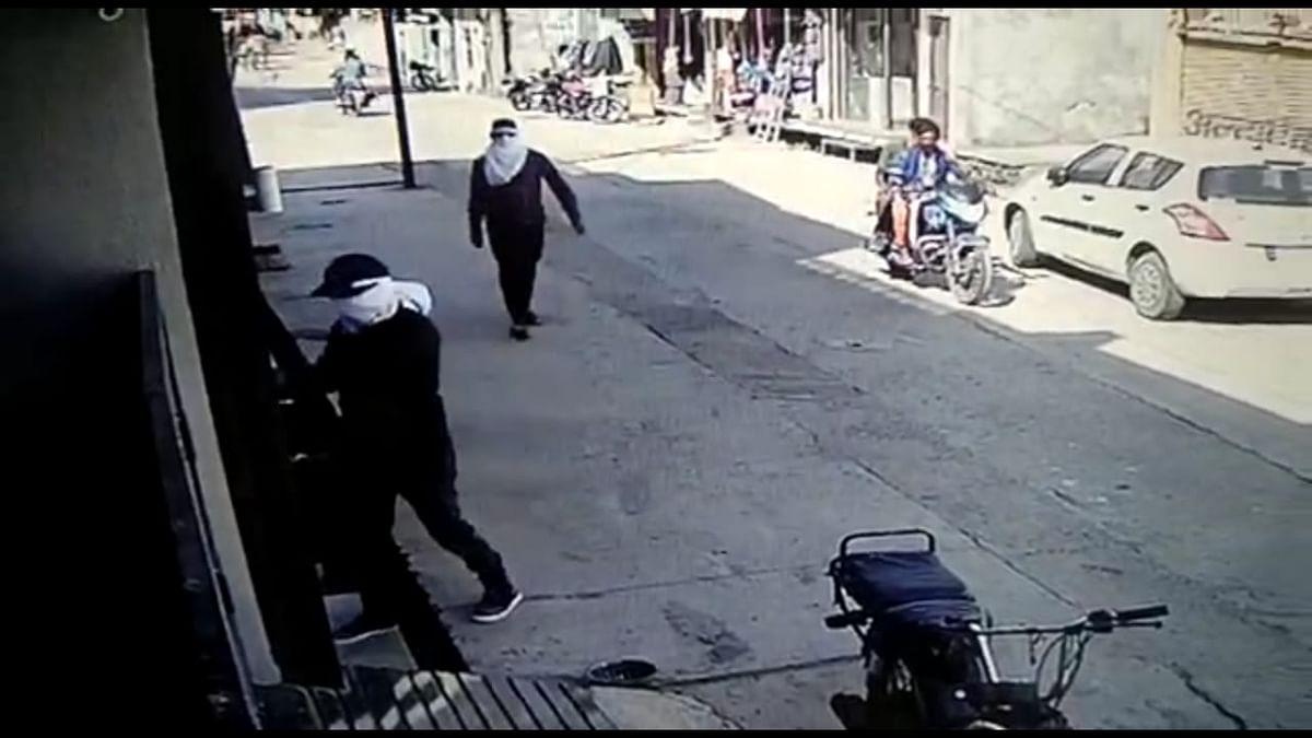खाचरौद : दिनदहाड़े घर में घुसे नकाबपोश बदमाश, चाकू की नोंक पर लूट का प्रयास