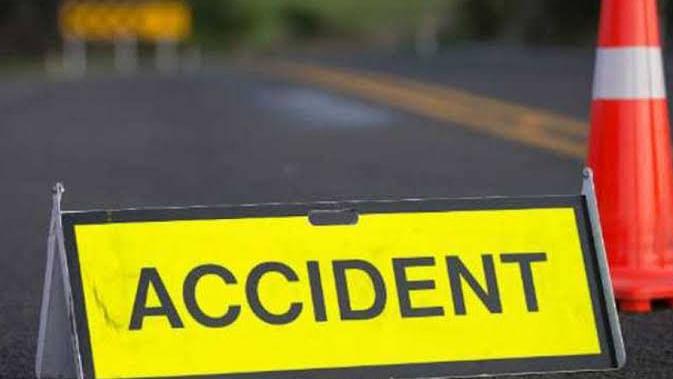 सड़क हादसा: ट्रैक्टर और बाइक की हुई जोरदार टक्कर, हादसे में बाइक सवार की मौत