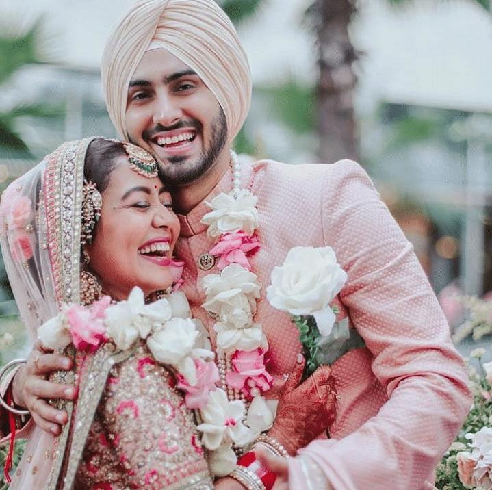 शादी के बाद मुंबई पहुंची नेहा-रोहनप्रीत, वायरल हुई तस्वीरें