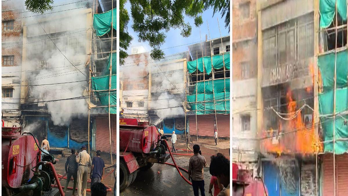 भोपाल के आजाद मार्केट स्थित सोया तेल गोदाम में भभकी भीषण आग, मची अफरा-तफरी