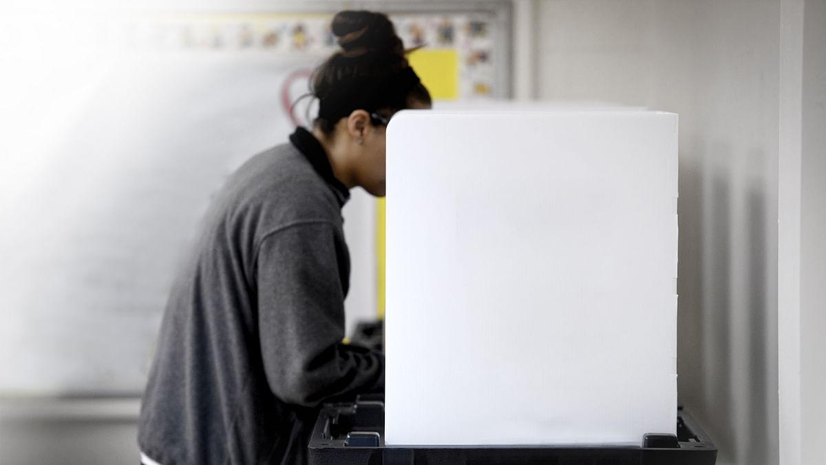 दोपहर तीन बजे तक धीमी गति में हुए मतदान, अंतिम तीन घंटों में बढ़ी रफ्तार