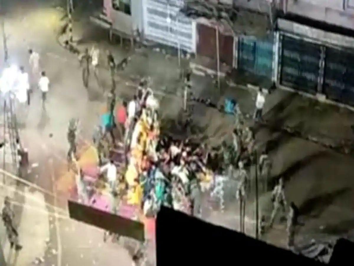 बिहार चुनाव से पहले मुंगेर की घटना पर बवाल-पुलिस की कार्रवाई पर उठ रहे सवाल