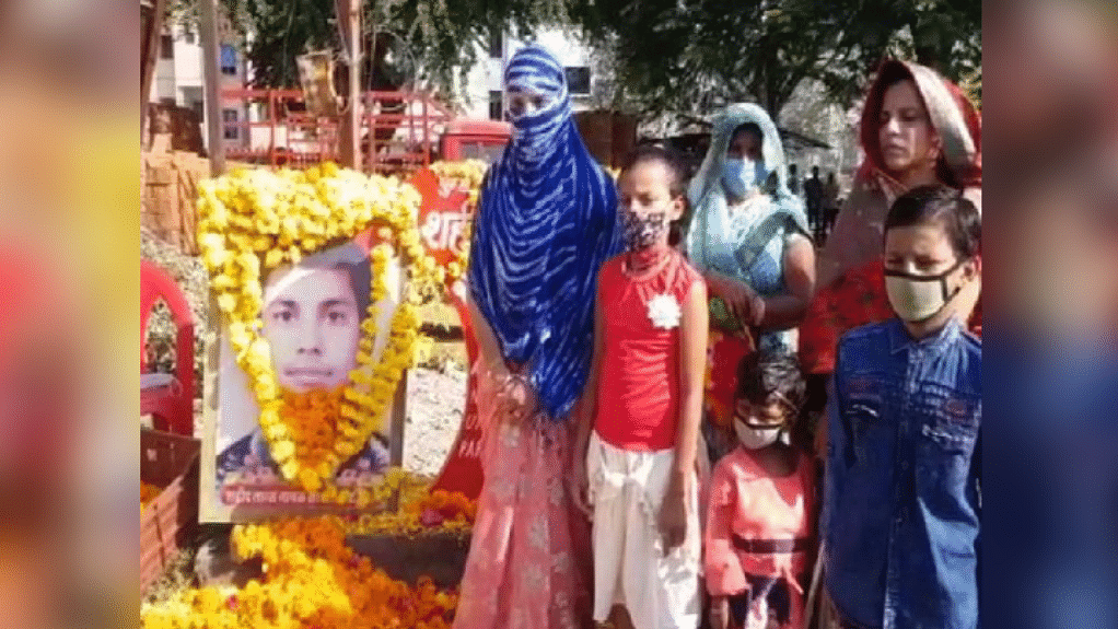 शहीद परिहार की प्रतिमा नहीं लगने से नाराज समाज