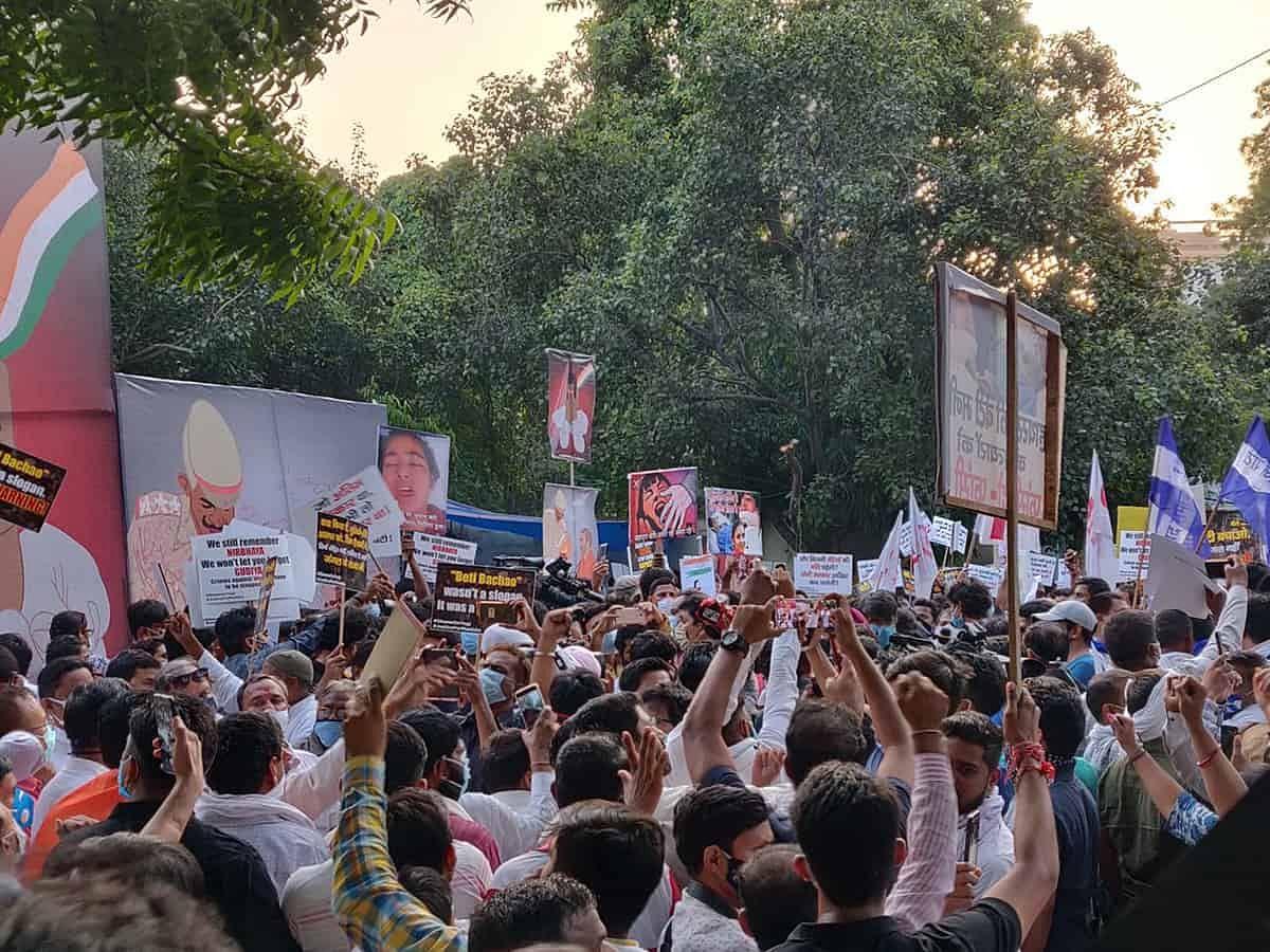 #JantarMantar: हाथरस कांड के खिलाफ जंतर मंतर पर प्रदर्शन-बड़ी हस्तियां मौजूद