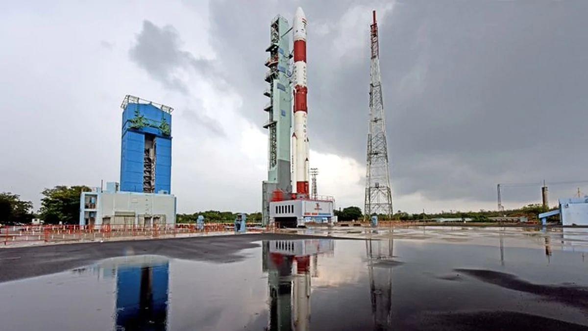 कोरोना के बीच ISRO का कमाल, PSLV-C49 रॉकेट से 10 सैटेलाइट किए लॉन्च