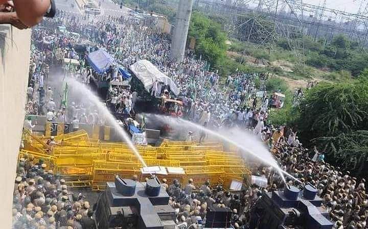 किसान बिल आंदोलन: पंजाब के किसानों का हरियाणा बार्डर पर हिंसक प्रदर्शन
