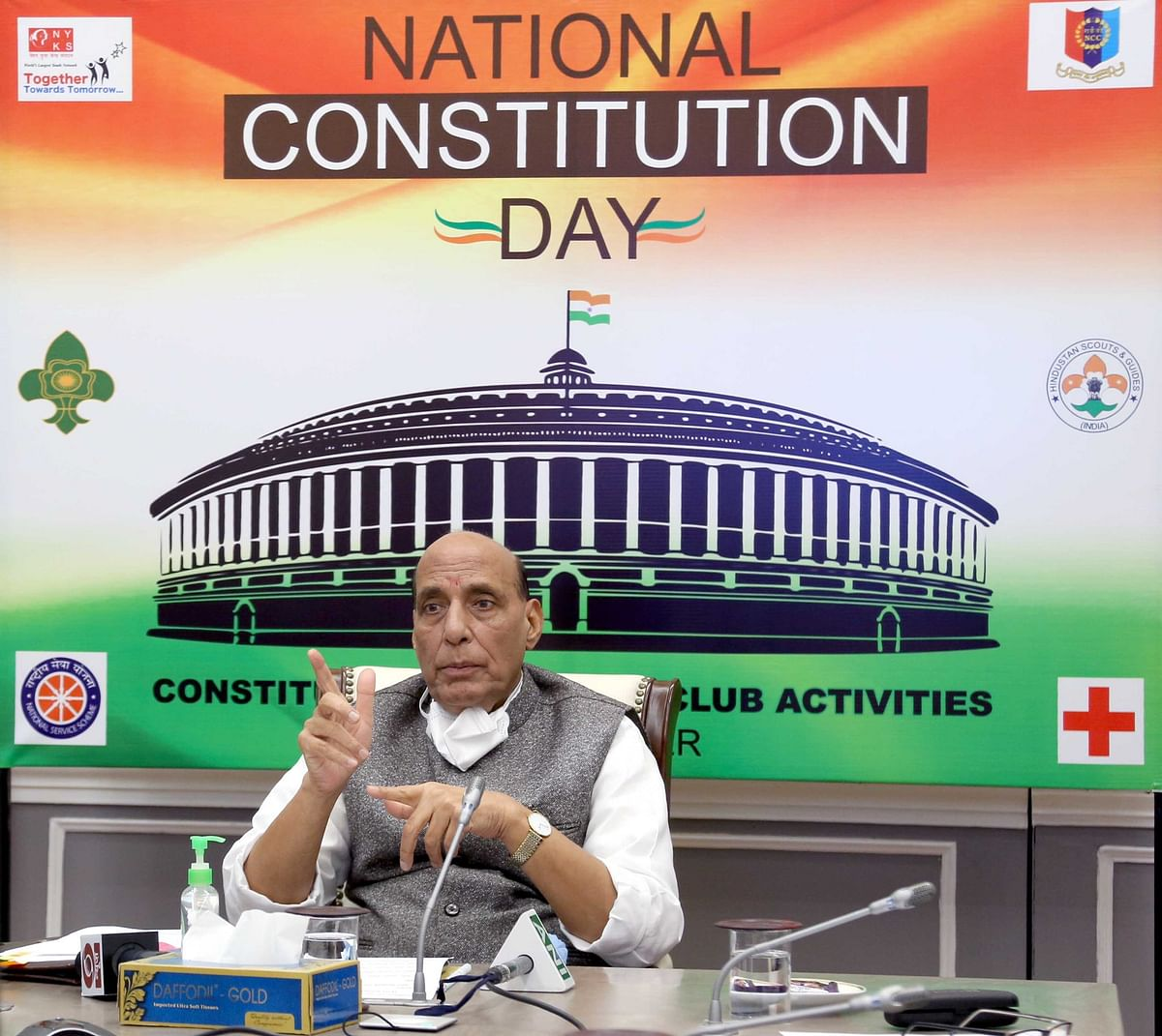 संविधान के मूल्यों को आत्मसात कर राष्ट्र निर्माण करें युवा: राजनाथ