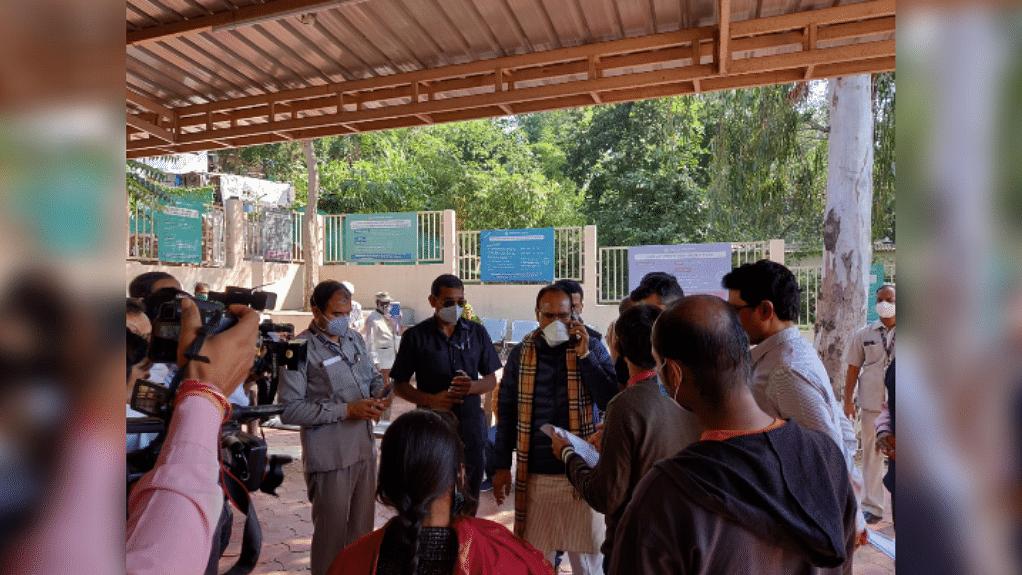 भोपाल: शहर के औचक निरीक्षण पर निकले CM शिवराज, लोगों का जाना हालचाल