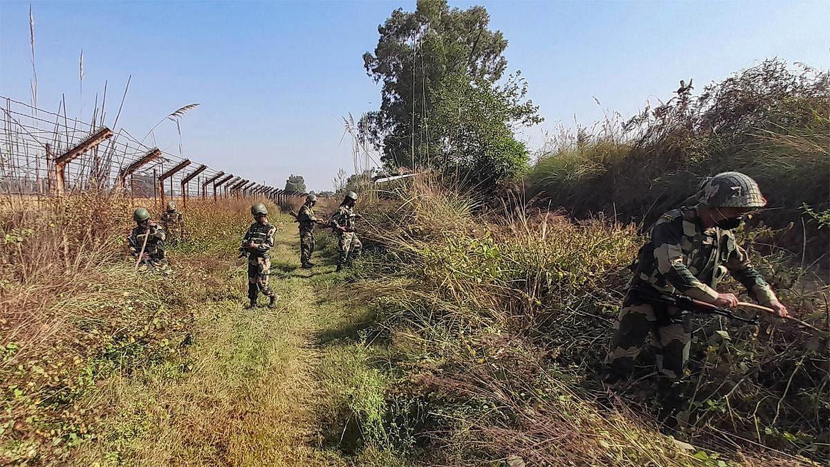 J&K: कुपवाड़ा में आतंकियों की घुसपैठ नाकाम, ऑपरेशन में 3 जवान शहीद