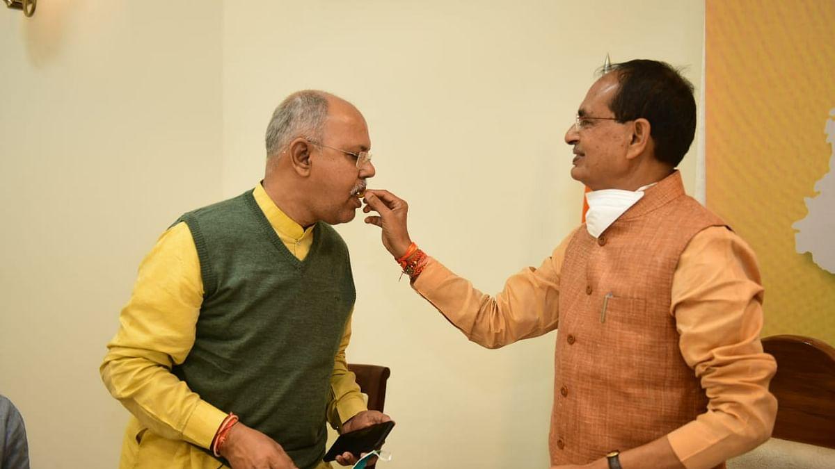 BJP कार्यालय में जीत का जश्न मनाने के बाद CM ने सभी नेताओं को दिया धन्यवाद