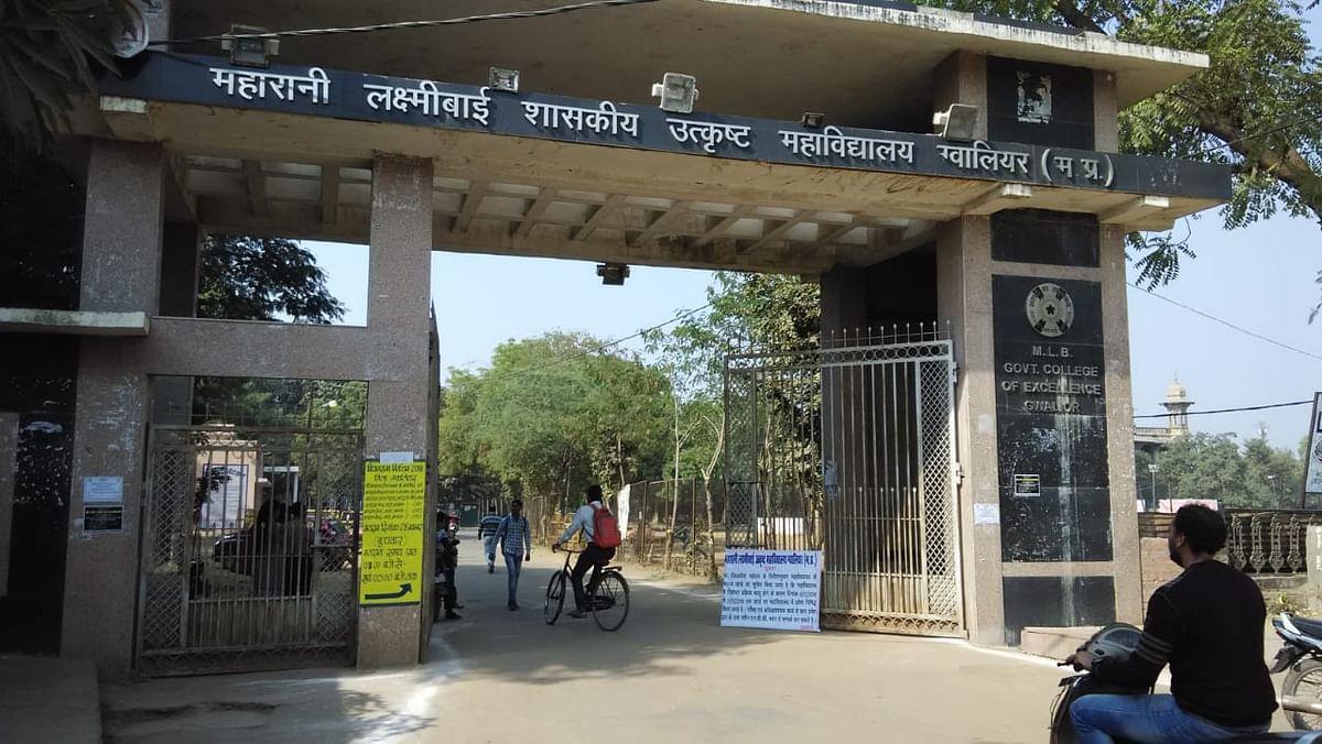 ग्वालियर : एमएलबी कॉलेज में प्रवेश लेने छात्रों की उमड़ी भीड़