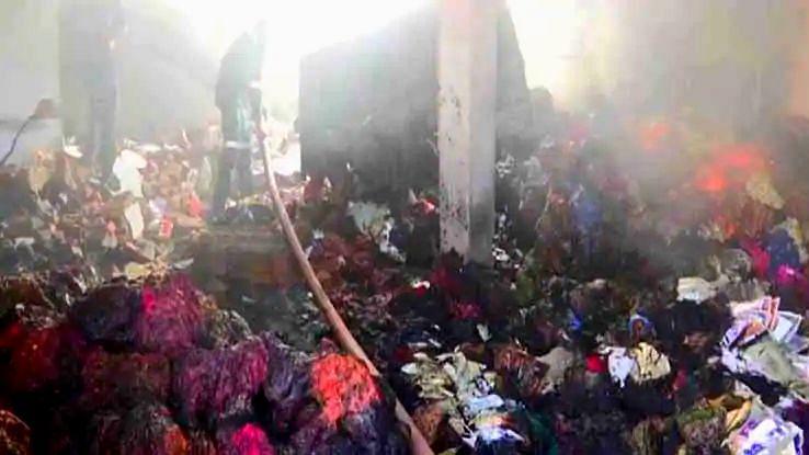 अहमदाबाद : बॉयलर में ब्लास्ट से कपड़े के गोदाम में लगी आग