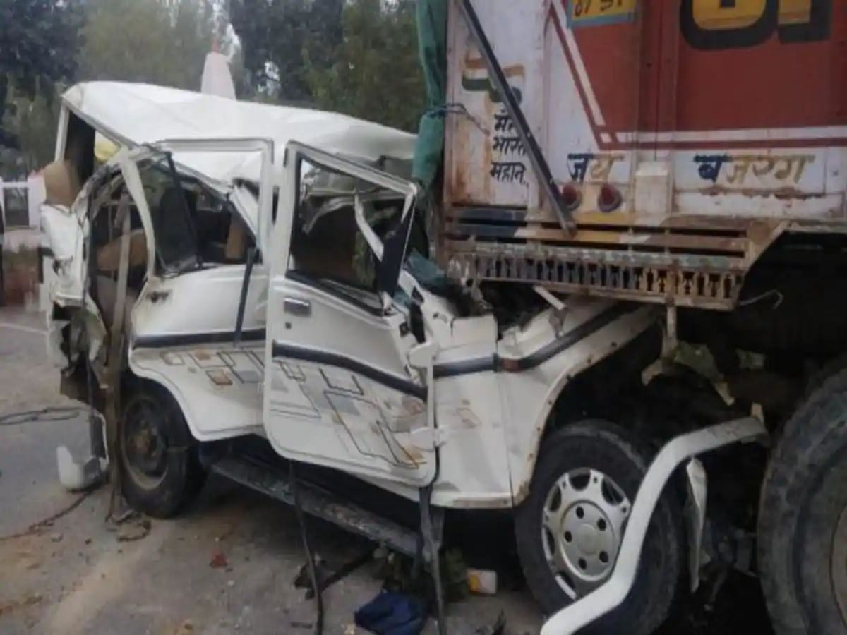 उत्तर प्रदेश के प्रतापगढ़ में दर्दनाक हादसा-ट्रक में घुसी तेज रफ्तार बोलेरो