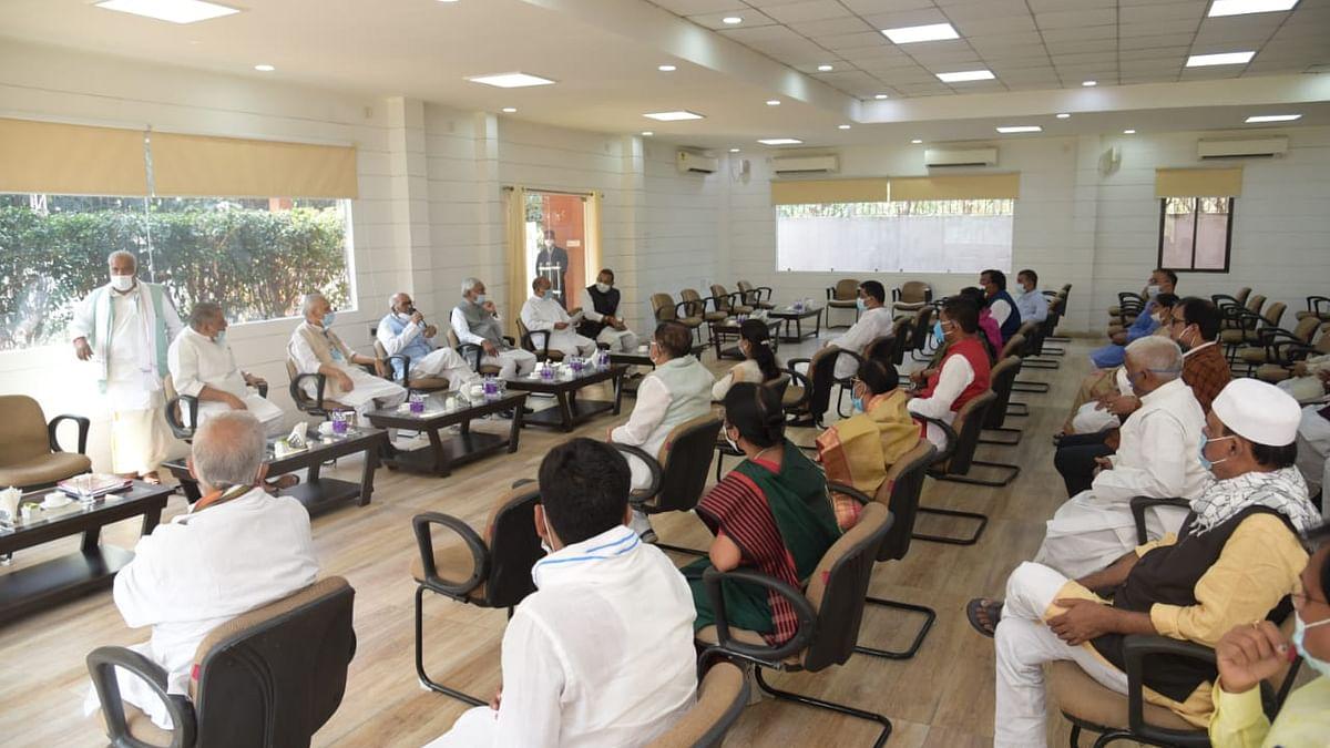 बिहार: NDA विधायक दल के नेता नीतीश कुमार राज्यपाल से मिलने पहुंचे
