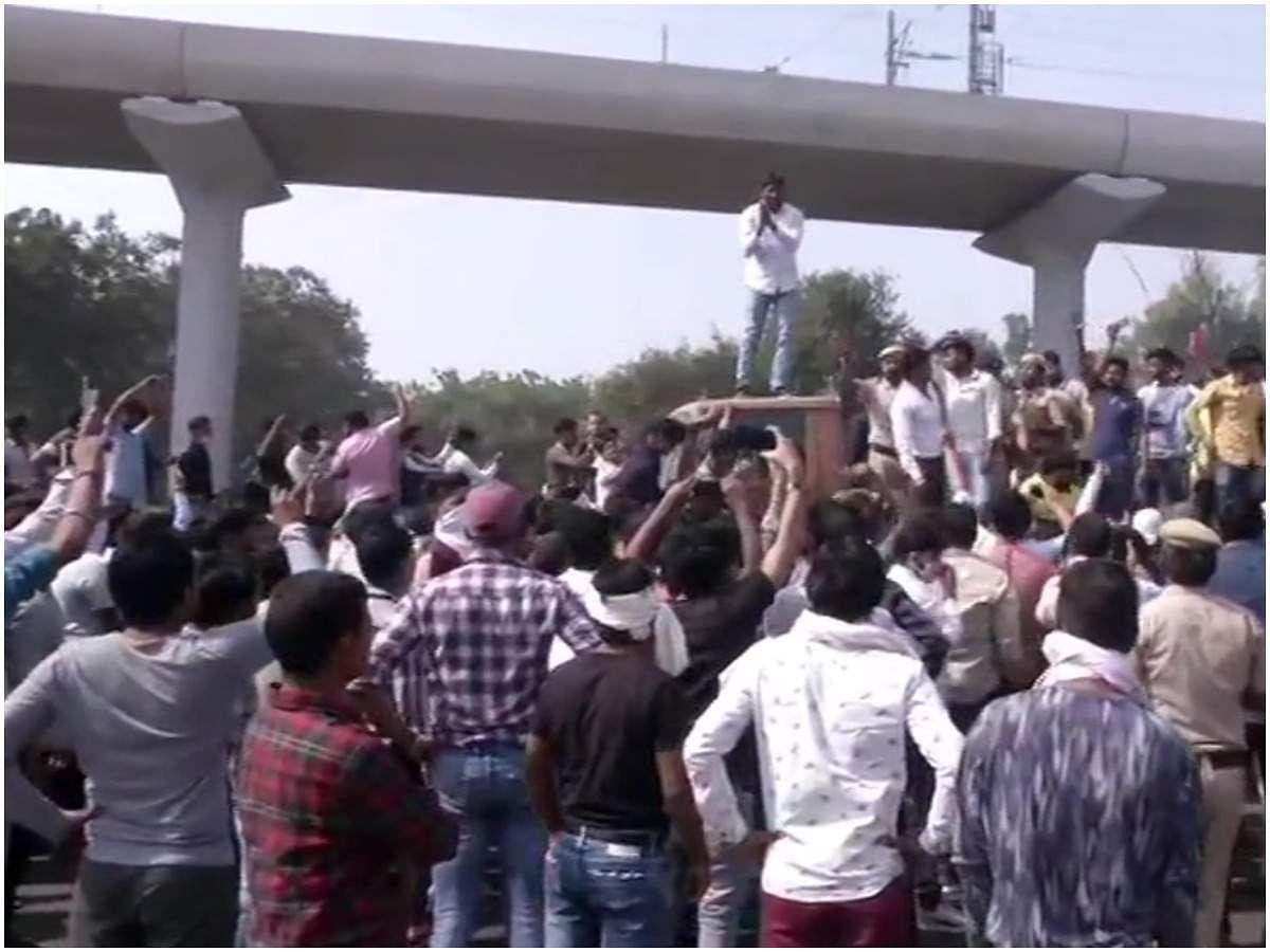 हरियाणा: निकिता हत्याकांड पर गुस्साई भीड़ का हंगामा-पुलिस पर बरसाए पत्थर