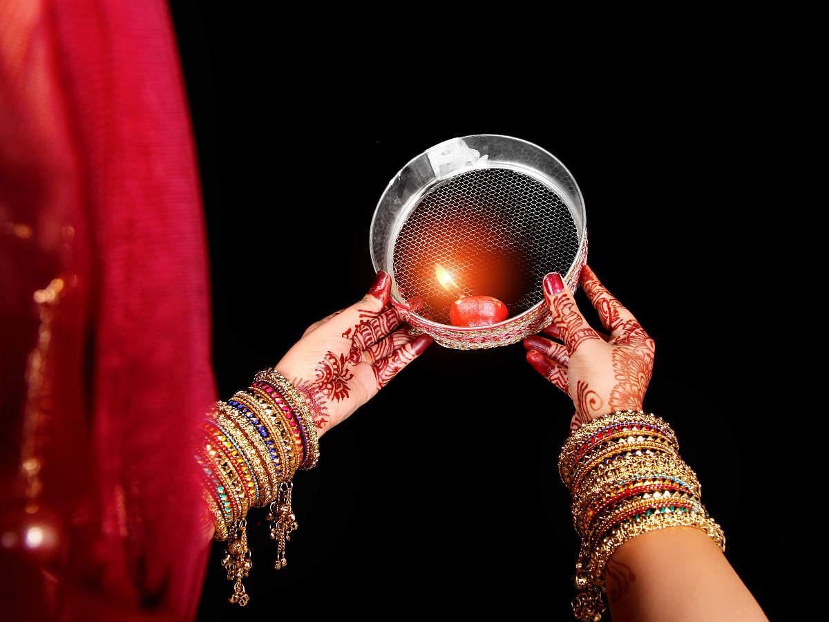 Karwa Chauth 2020 : रात्रि 8.26 पर निकलेगा करवा चौथ का चांद