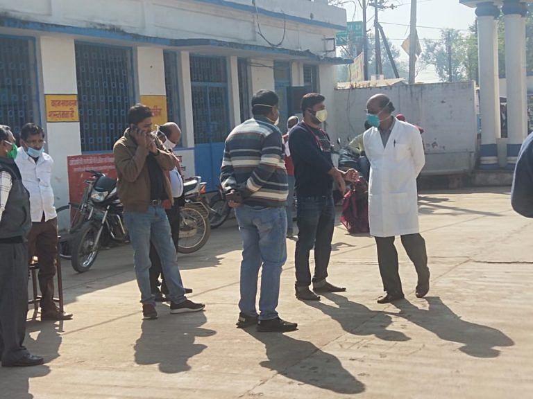 डॉक्टरों ने निकाला मौन जुलूस, बदसलूकी की घटना पर की कार्यवाही की माँग