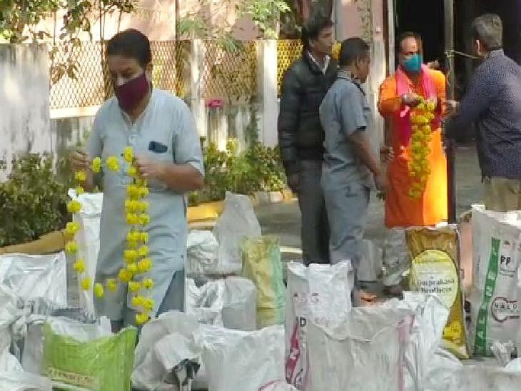 इंदौर : कोरोनाकाल में एकत्रित हुईं एक क्विंटल अस्थियां नर्मदा में विसर्जित