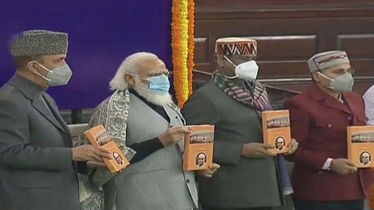अटल की याद में संसद में कार्यक्रम- PM मोदी ने किया पुस्तक का विमोचन