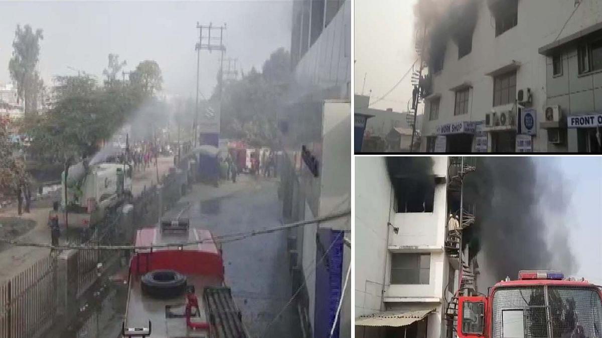 उत्तर प्रदेश के गाजियाबाद में कार शोरूम में अचानक लगी भीषण आग