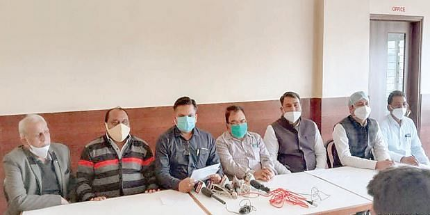 जबलपुर : आयुर्वेद चिकित्सक संगठनों द्वारा आईएमए के आरोपों का जताया विरोध