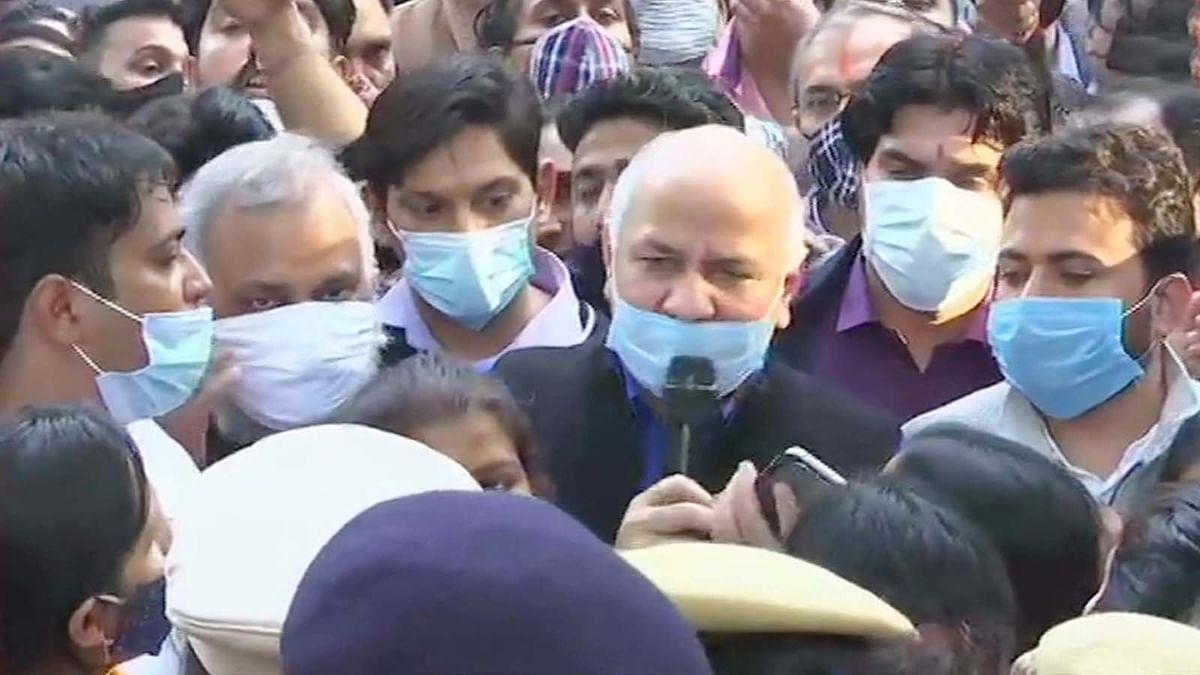 CM केजरीवाल से मिलने पर पुलिस के रोकने पर सिसोदिया ने गुस्सा किया जाहिर