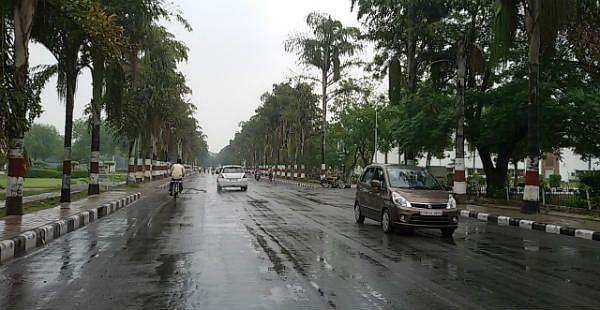 MP: गरज-चमक के साथ के इन जिलों में बारिश के आसार, मौसम विभाग ने जारी किया अलर्ट