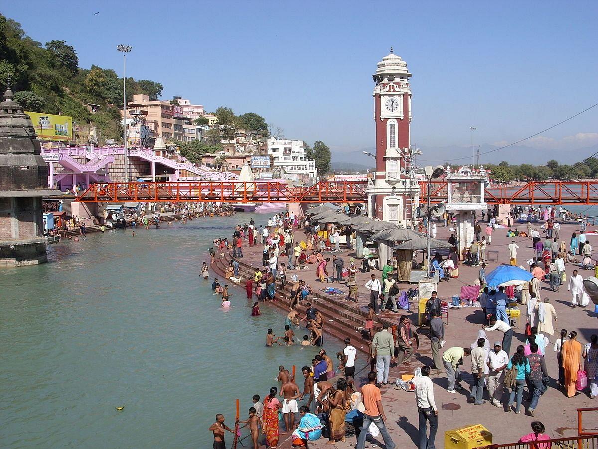 हरिद्वार : सोमवती अमावस्या पर हजारों तीर्थयात्रियों ने किया गंगा स्नान