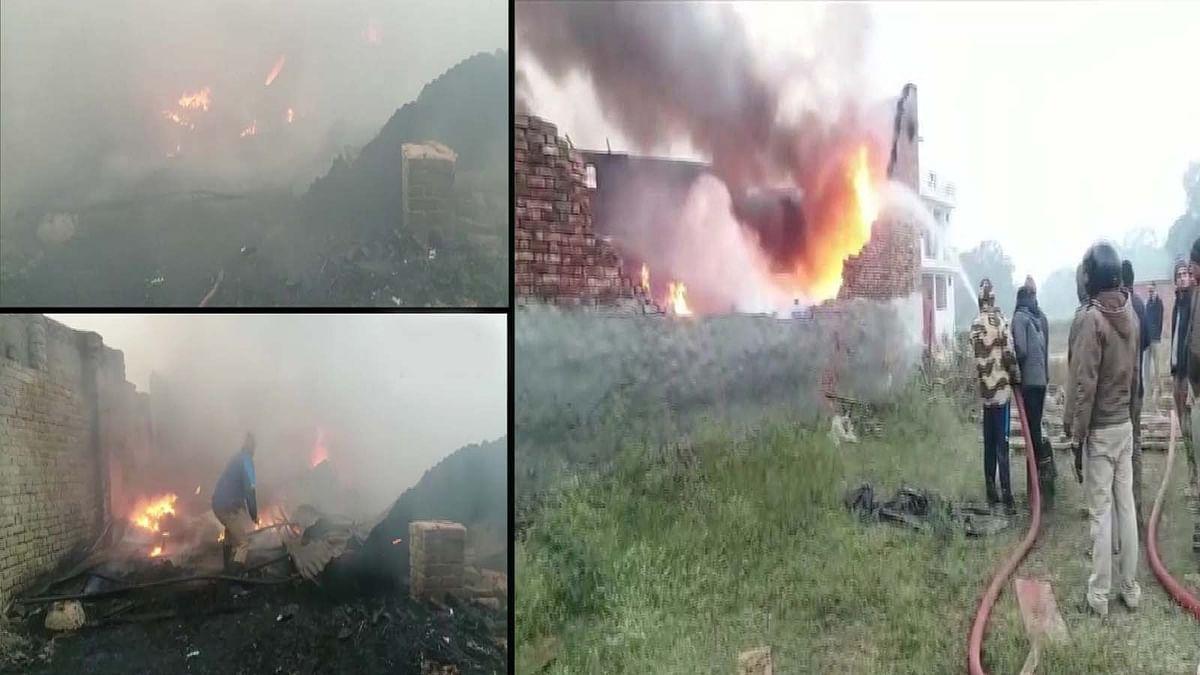 UP: लखनऊ के चिनहट इलाके में अवैध रूप से चल रहे प्लास्टिक गोदाम में लगी आग
