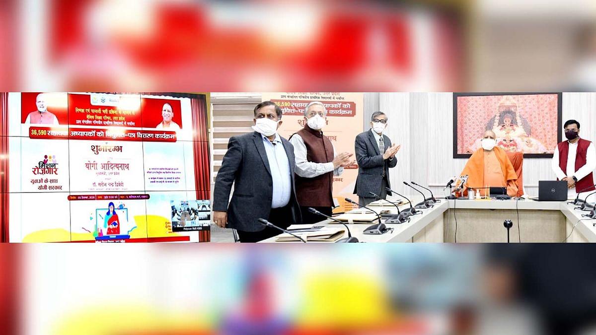 UP के CM की शिक्षकों को सौगात-69000 पदों पर शिक्षकों को सौंपे नियुक्ति पत्र